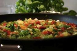 Minestrone di verdure con pesto alla genovese