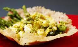 Cestini di grana con asparagi e uova