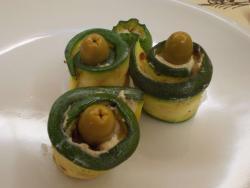Involtini di zucchine con tofu capperi e olive