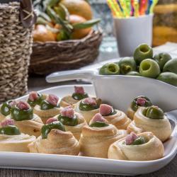 Rotolini di pasta pizza con olive di Castel Vetrano