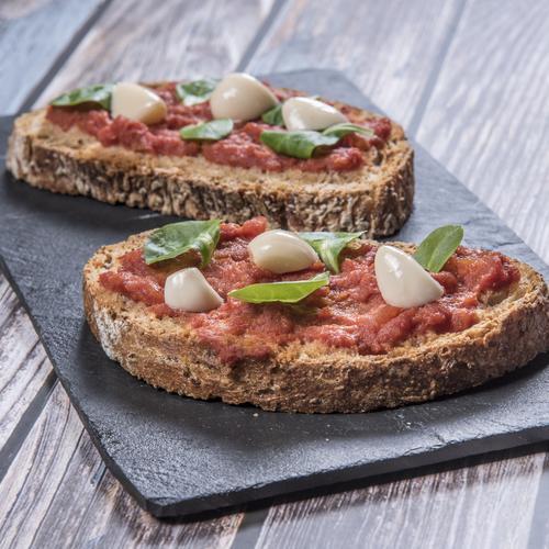 Bruschettoni con pomodoro e aglio alla marchigiana