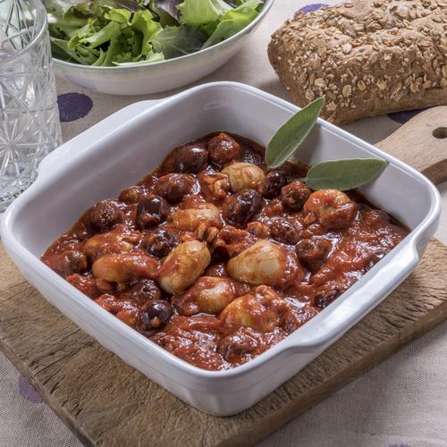 Calamari con sugo e Olive Itrana