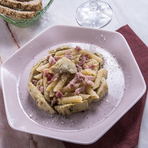 Penne rigate con carciofi, pancetta e parmigiano